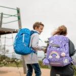 Mädchen mit Junge trägt Beckmann Schulranzen Modell 2020 Dream von hinten